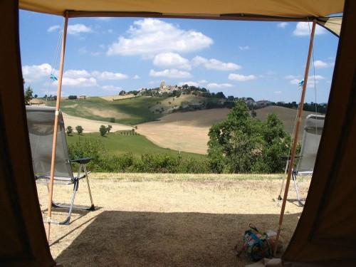 Huisopdeheuvel Minicamping en Appartementen le Marche Italië